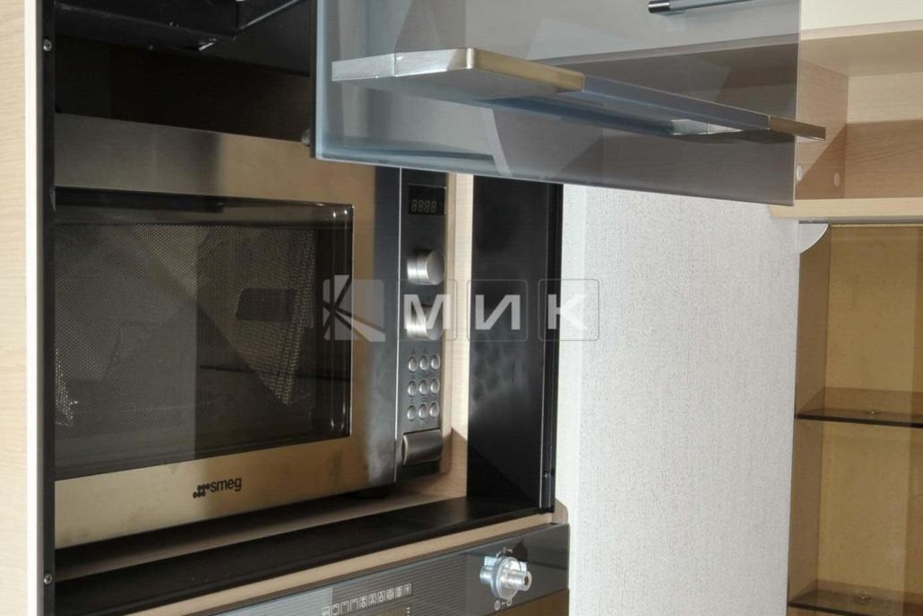 красивая-шпонированная-гнутая-кухня-от-MIK-7068