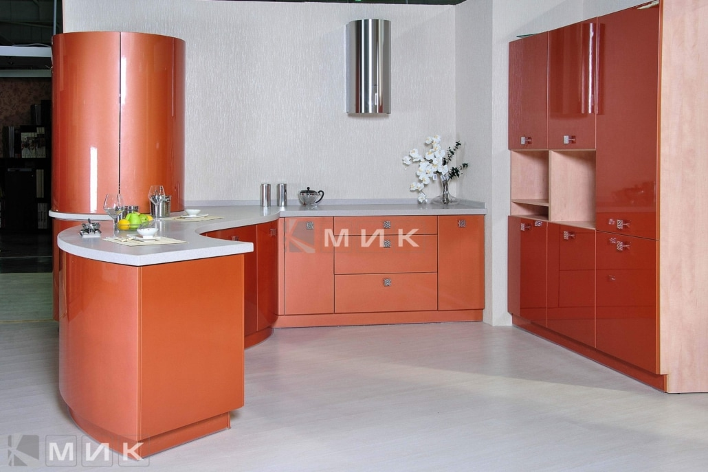красивая-кухня-гнутая-терракотового-цвета-7072