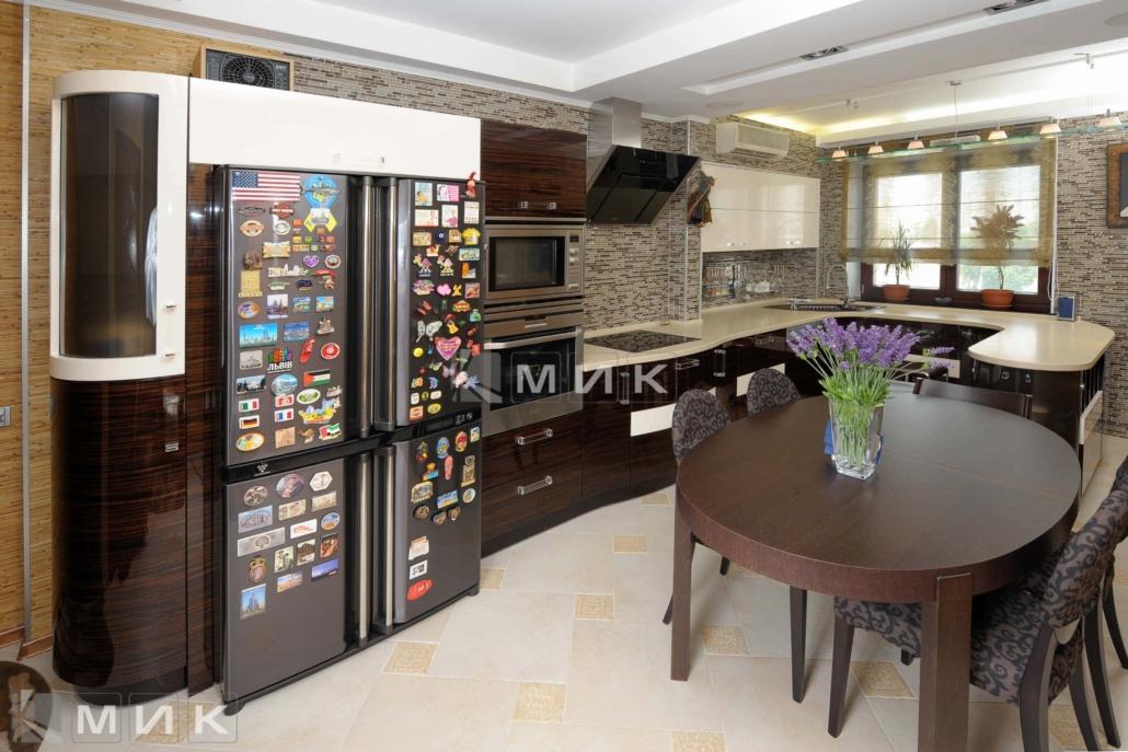 гнутая-шпонированная-кухня-от-MIK-7076