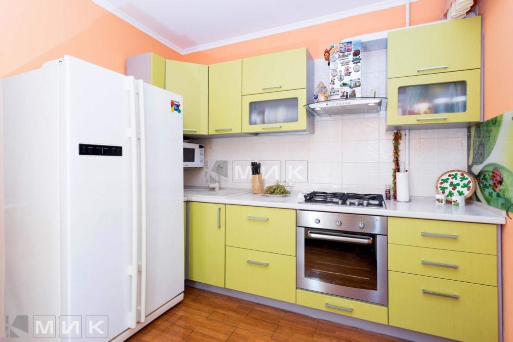 маленькая-кухня-в-желтом-цвете-5002