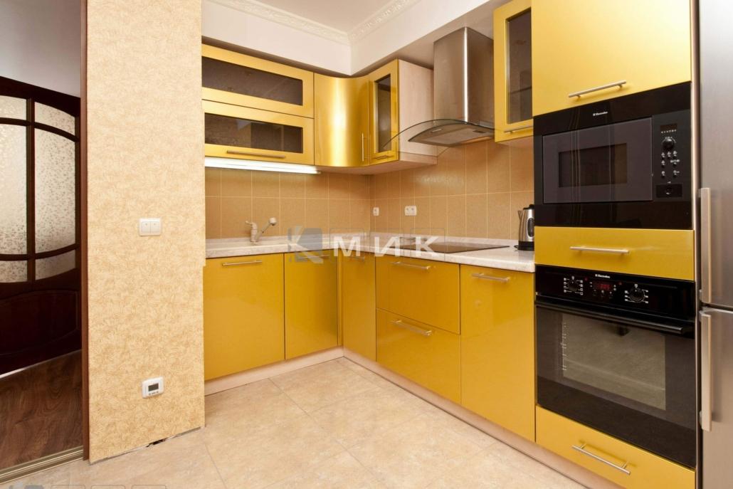 маленькая-кухня-желтая-5010