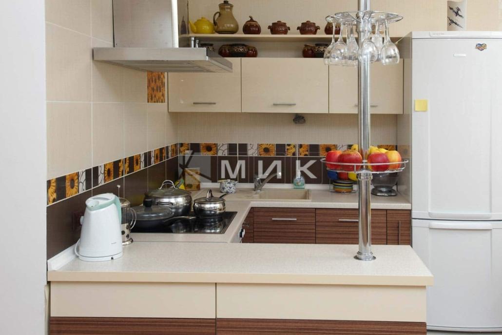маленькая-кухня-с-барной-стойкой-5021