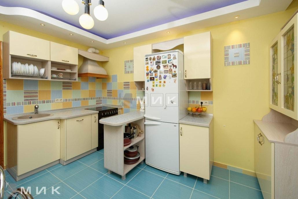маленькая-кухня-цвета-слоновой-кости-5026