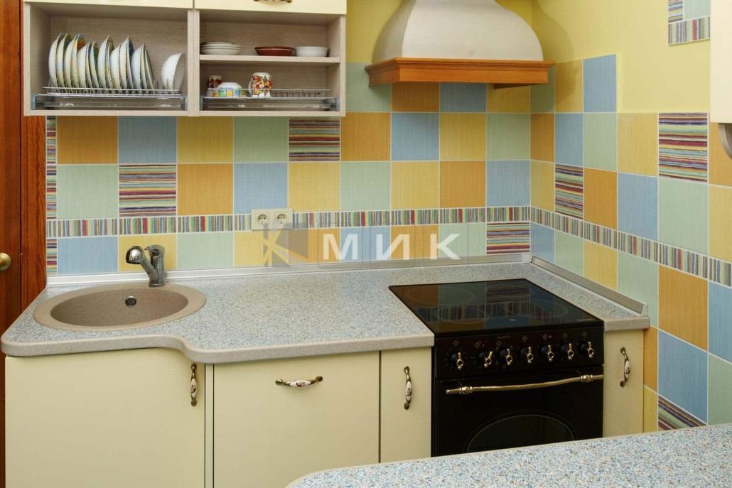 маленькая-кухня-цвета-слоновой-кости-5027