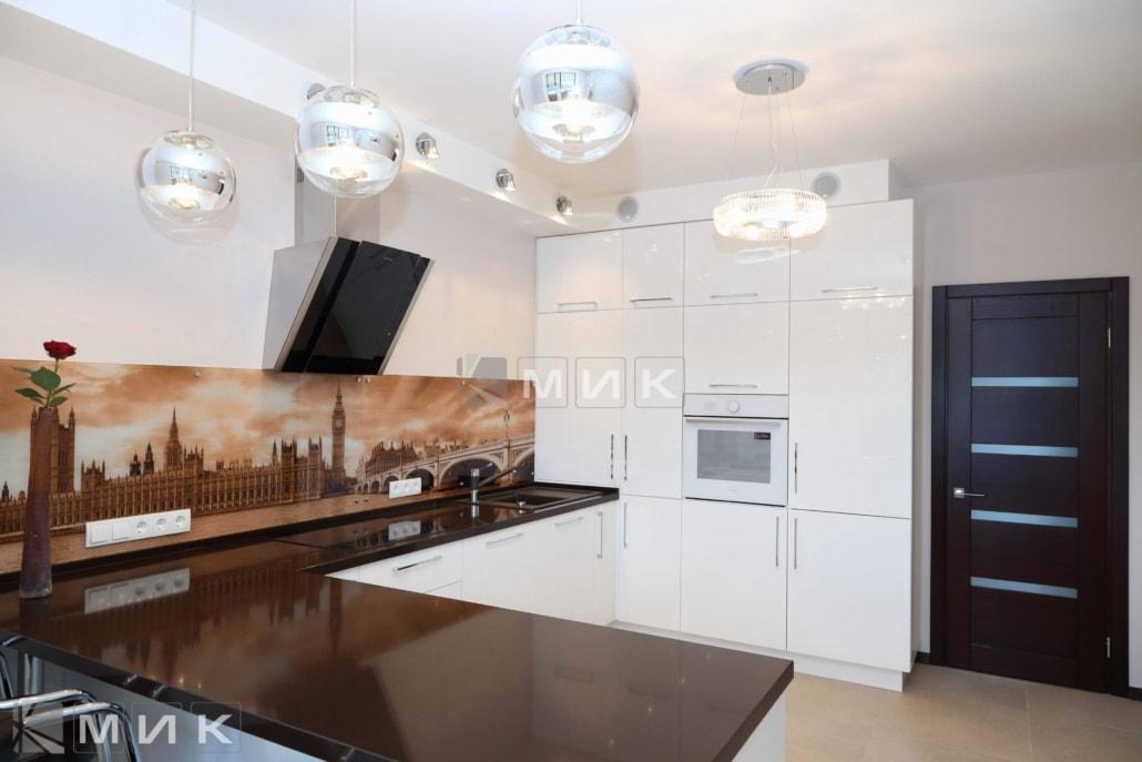 белая-кухня-с-крашеными-фасадами-2016