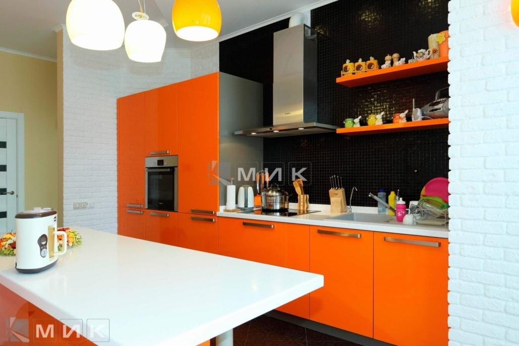 оранжевая-кухня-в-интерьере-от-MIK-2035