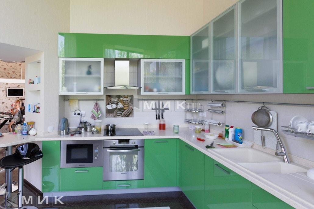 салатовая-кухня-в-стиле-модерн-от-MIK-2049