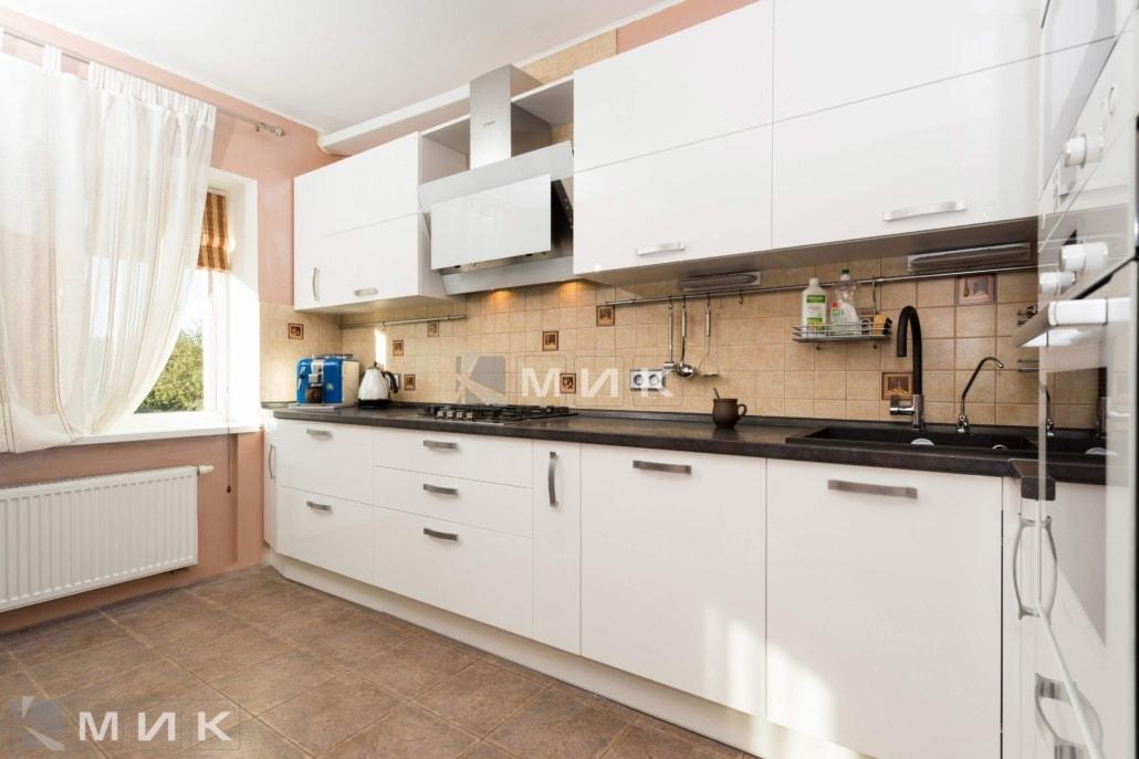 кухня-с-белыми-фасадами-2092