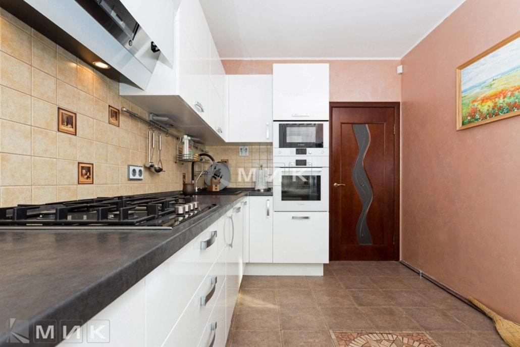 кухня-с-белыми-фасадами-от-MIK-2093