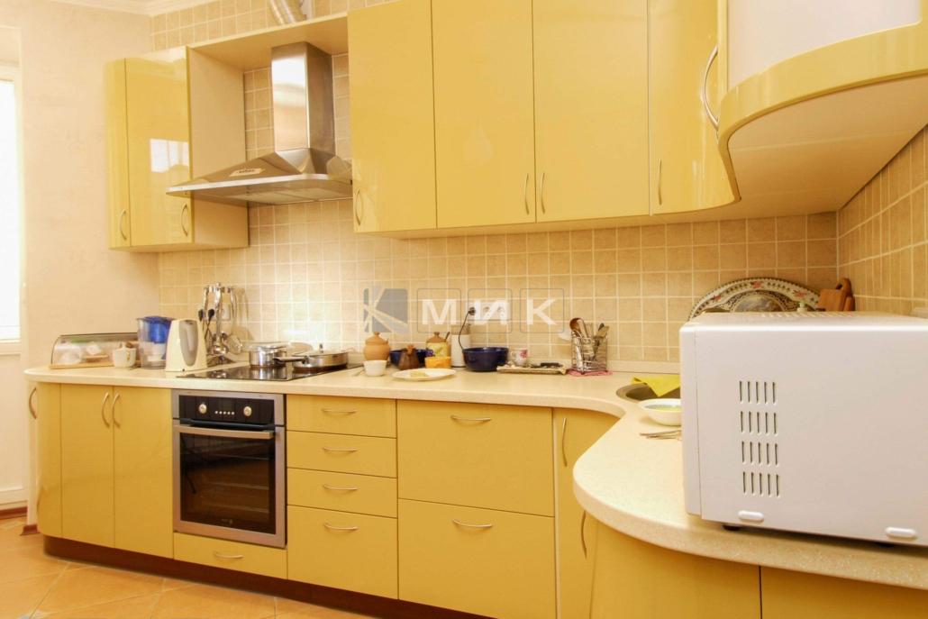 кухня-персикового-цвета-от-MIK-2168