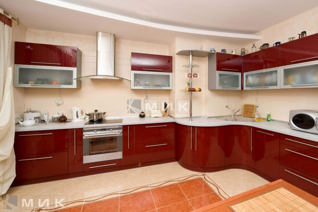 гнутая-бордовая-кухня-2193