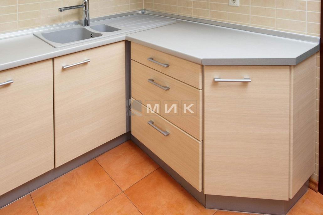 современная-кухня-с-фасадами-мдф-2229