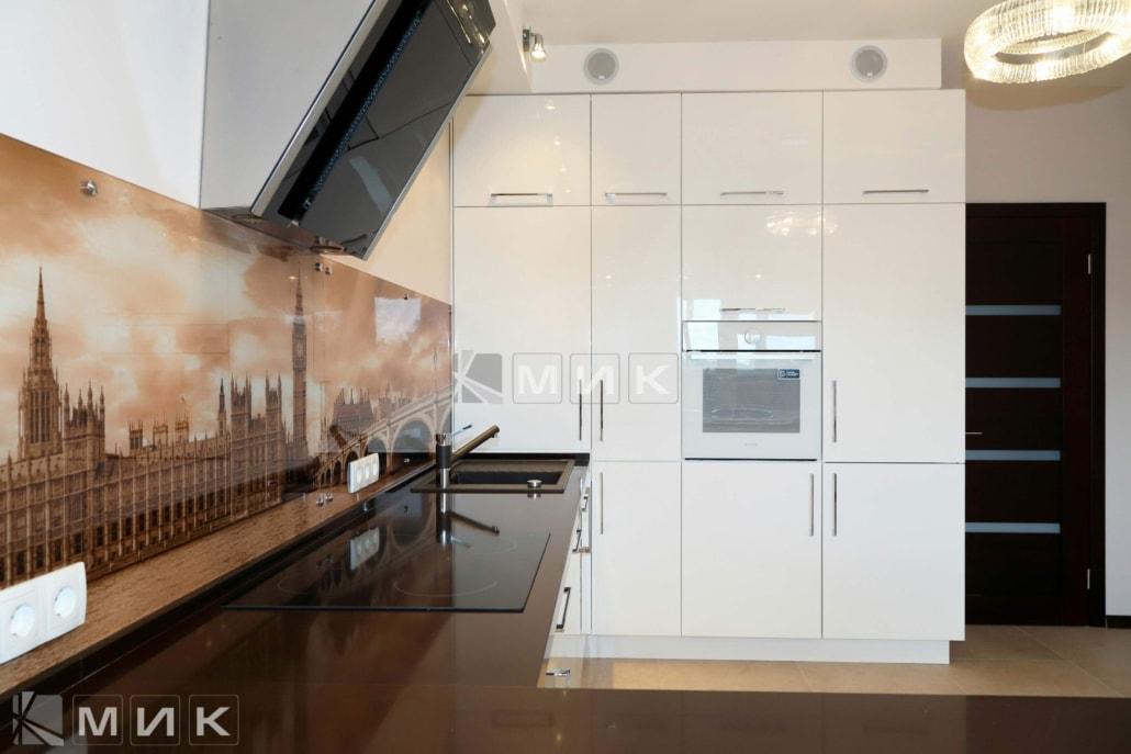 угловая-кухня-белая-с-фотопечатью-5011