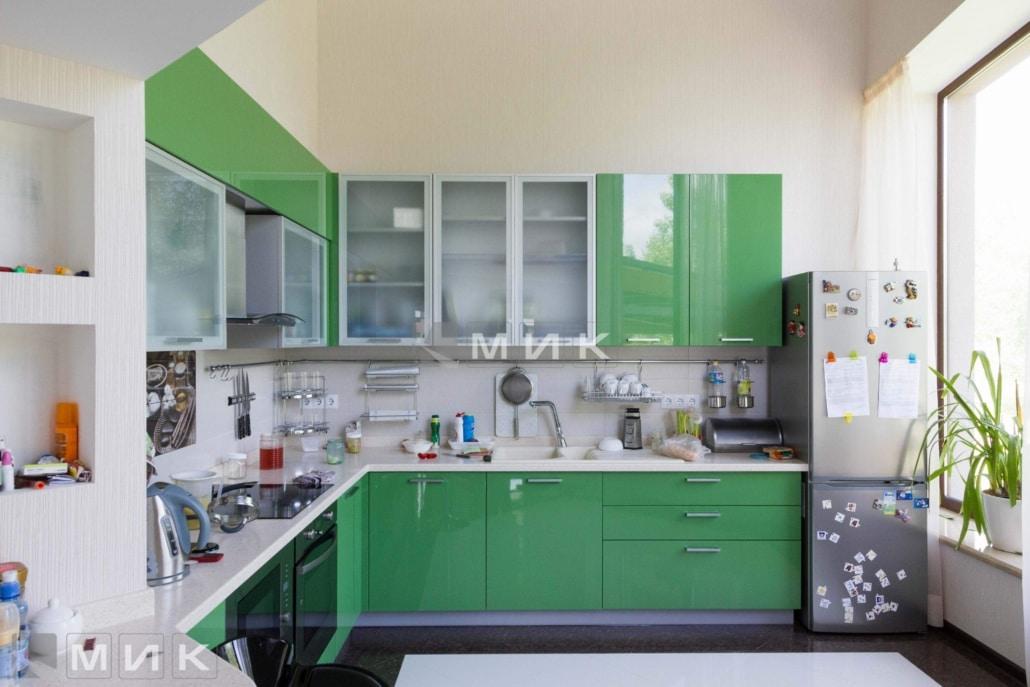 угловая-кухня-зеленого-цвета-5013