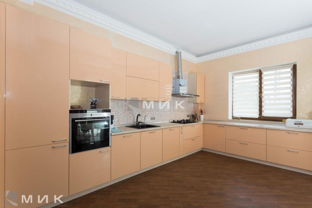 кремовая-угловая-кухня-на-фото-5030