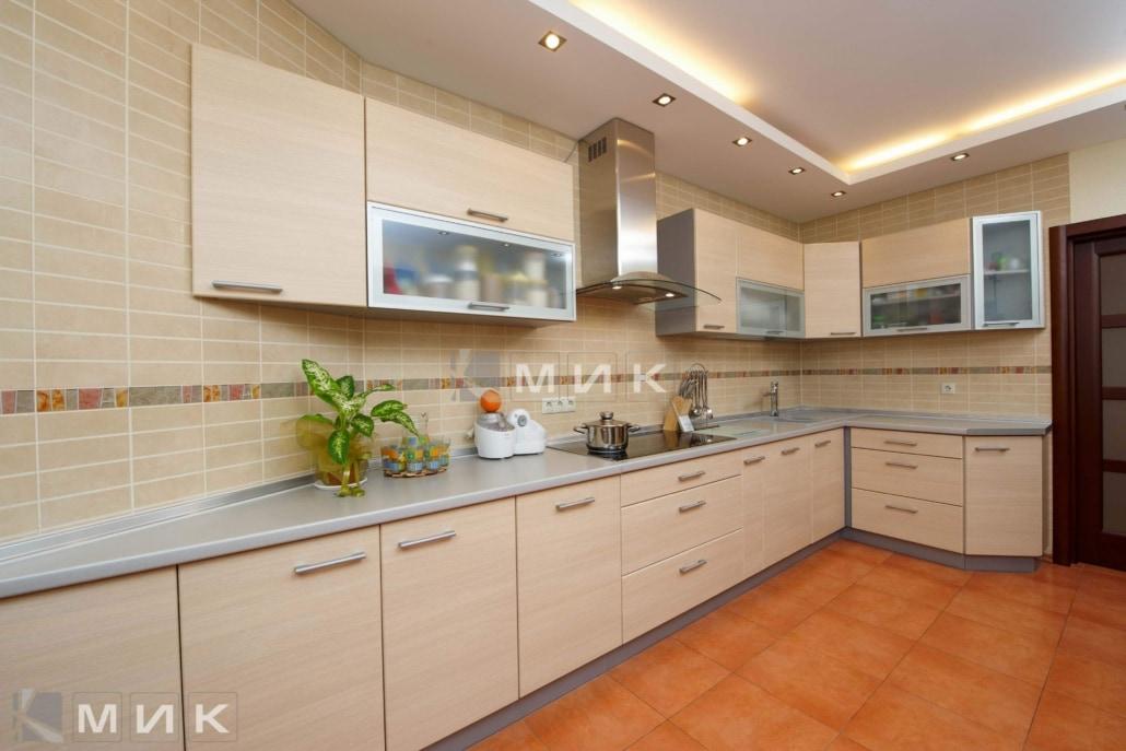 угловая-кухня-бежевого-цвета-5034