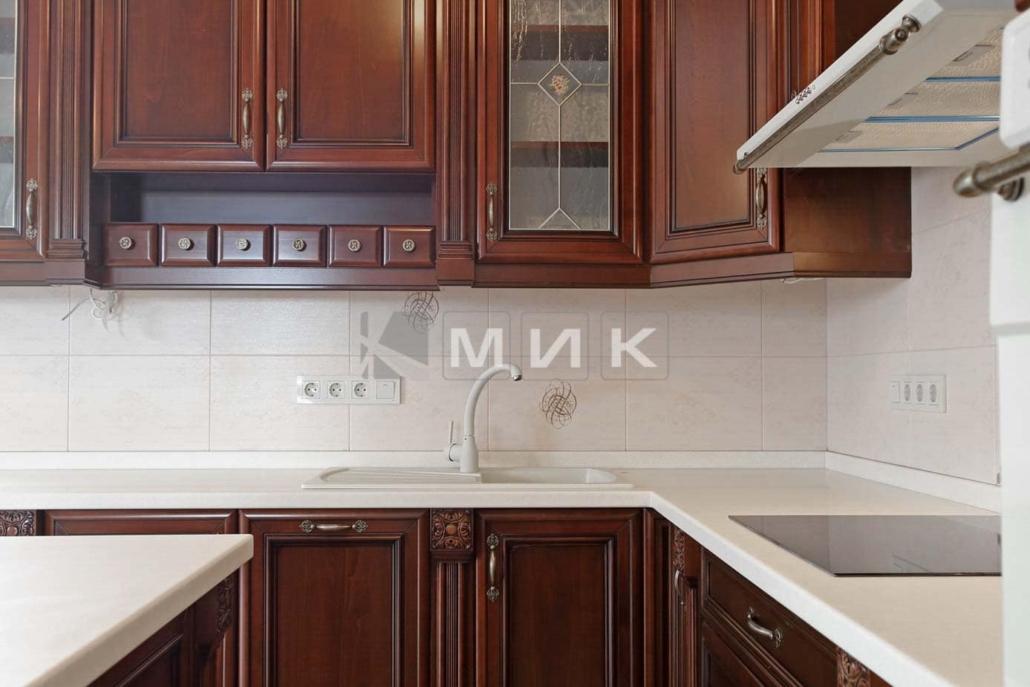 угловая-кухня-цвет-красное-дерево-5037