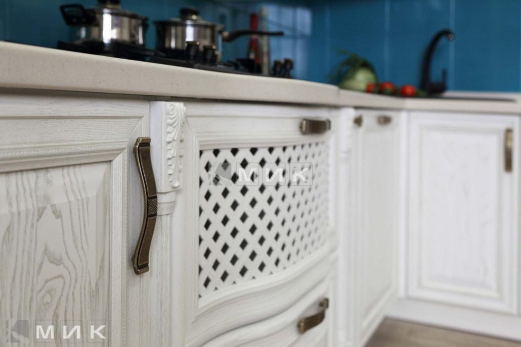 белая-кухня-в-классическом-стиле-от-MIK-1027