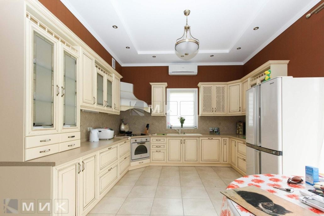 белая-классическая-кухня-на-заказ-от-MIK-1040