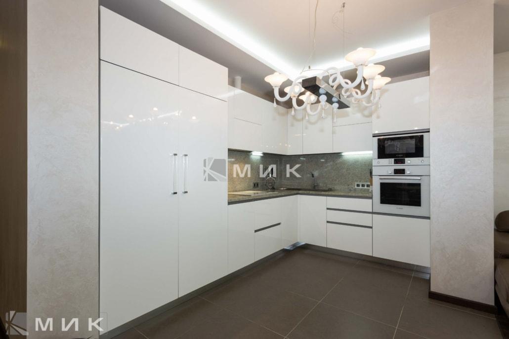 фото-белоснежной-кухни-от-MIK-1067