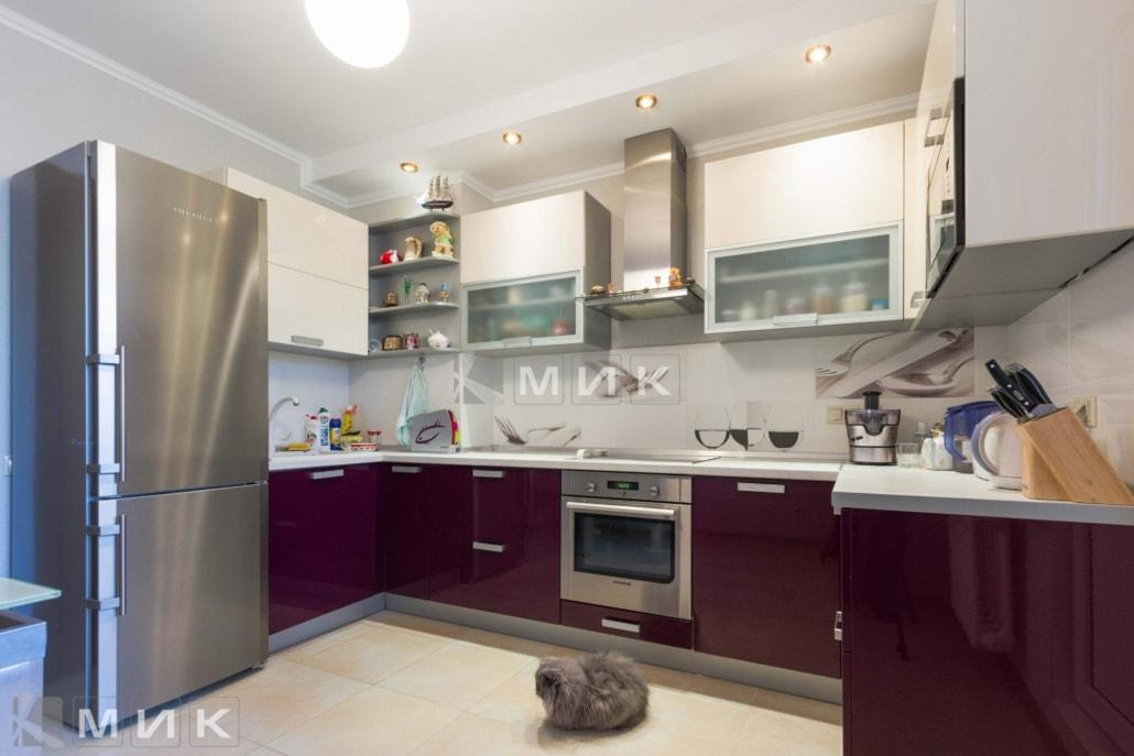 кухня-фиолетовый-с-белым-от-MIK-1103