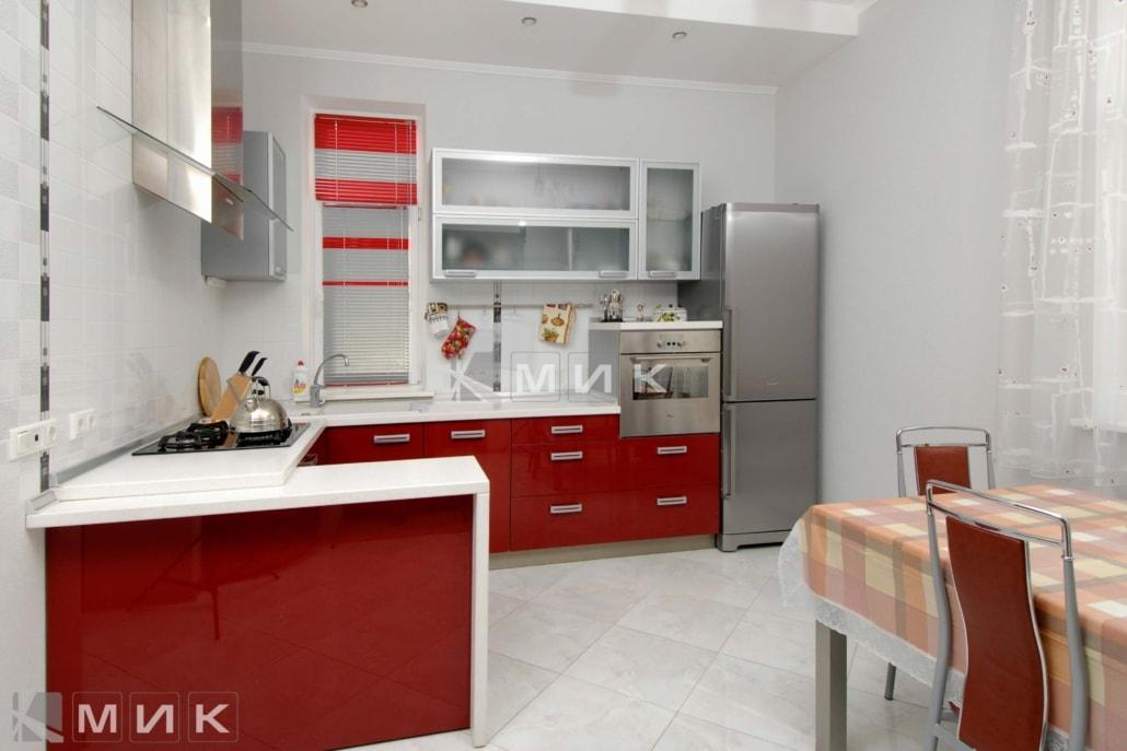 кухня-с-красными-фасадами-1127