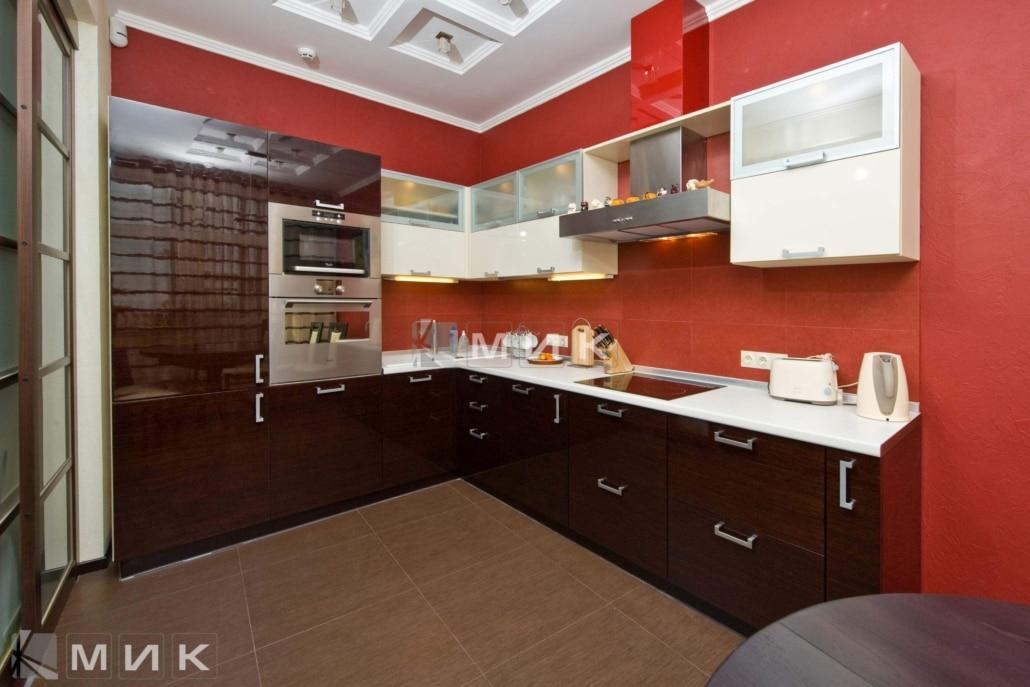 угловая-кухня-с-глянцевым-шпоном-1176