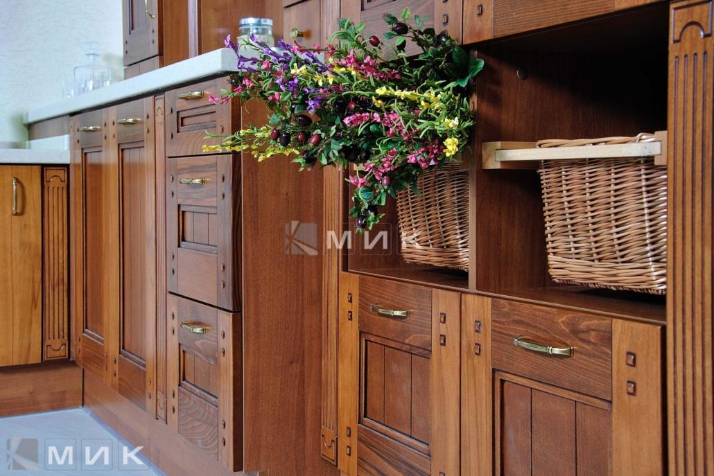 фасады-для-кухни-из-натурального-дерева-1213