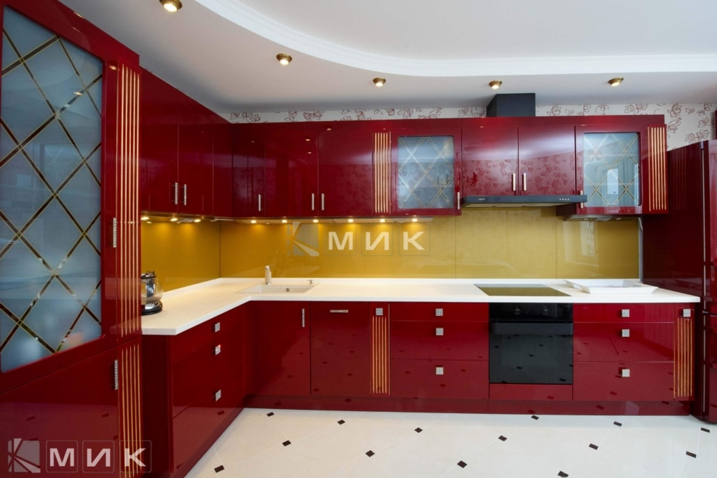красная-кухня-с-золотой-тонировкой-1241