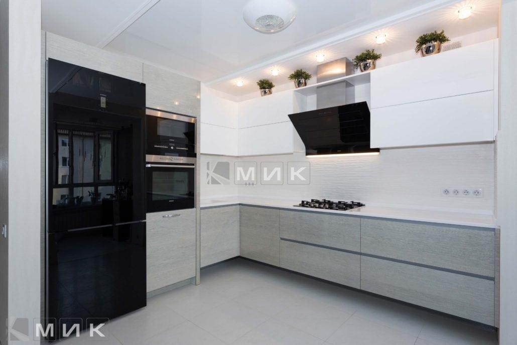 белая-кухня-с-дизайном-от-MIK-8004
