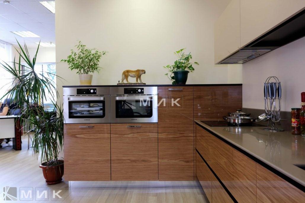 кухня-шпонированная-с-дизайном-от-MIK-8007