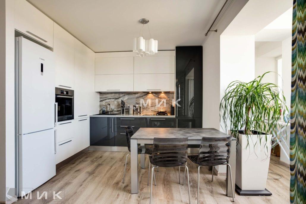 кухня-с-дизайном-от-MIK-двухцветная-8015