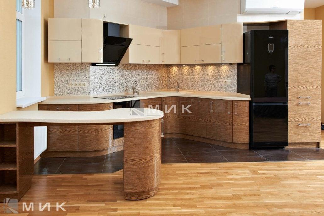 фото-кухни-с-дизайном-от-MIK-шпонированая-8021