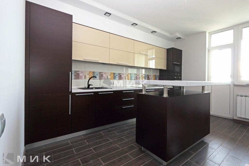 двухцветная-кухня-с-дизайном-от-MIK-8024