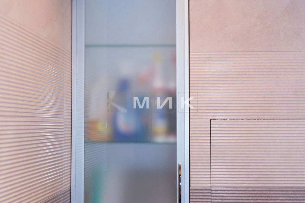 встроенный-шкаф-в-ванную-12