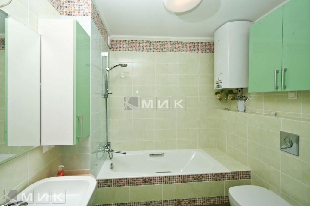салатовая-мебель-в-ванную-32