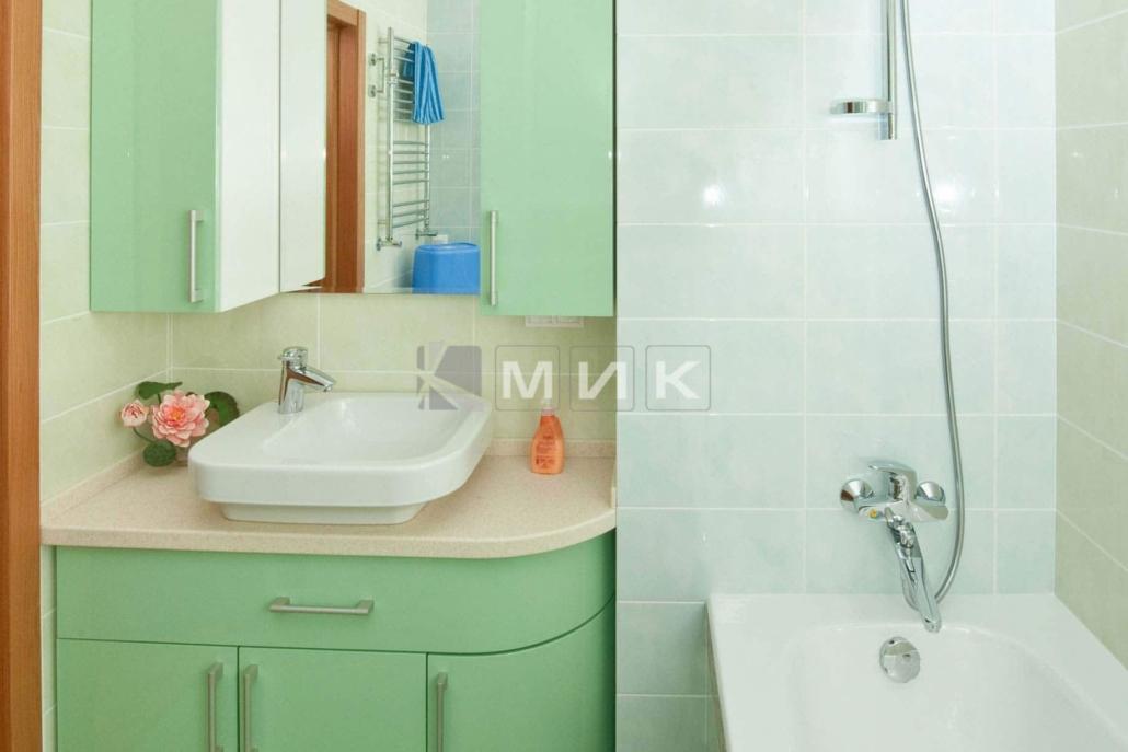 салатовая-мебель-в-ванную-34