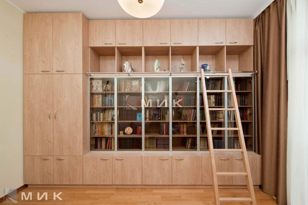 светлый-книжный-шкаф-104
