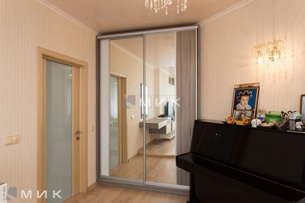 двухдверный-шкаф-купе-в-гостиную-комнату-308