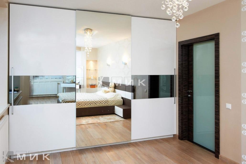 фото-шкаф-купе-в-спальню-с-крашенными-зеркалами-108