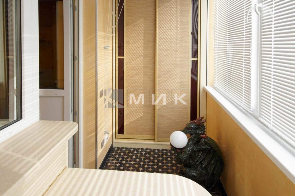 откидной-стол-на-балкон-101