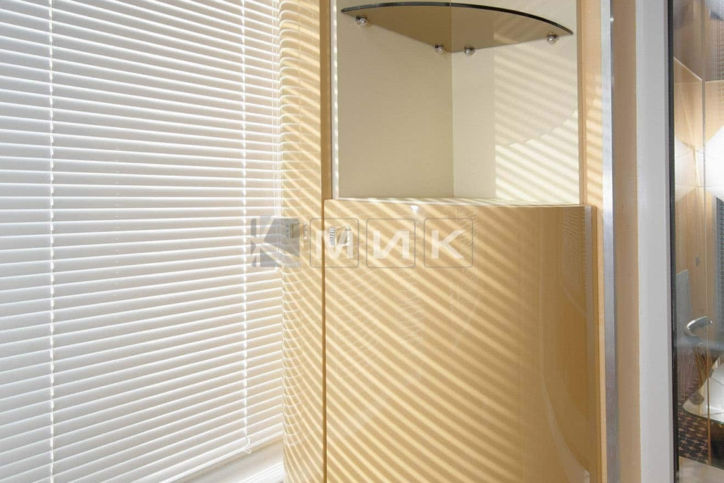 навесной-шкаф-на-балкон-102