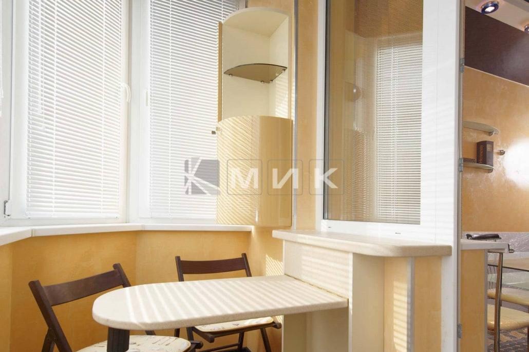 откидной-стол-на-балкон-103