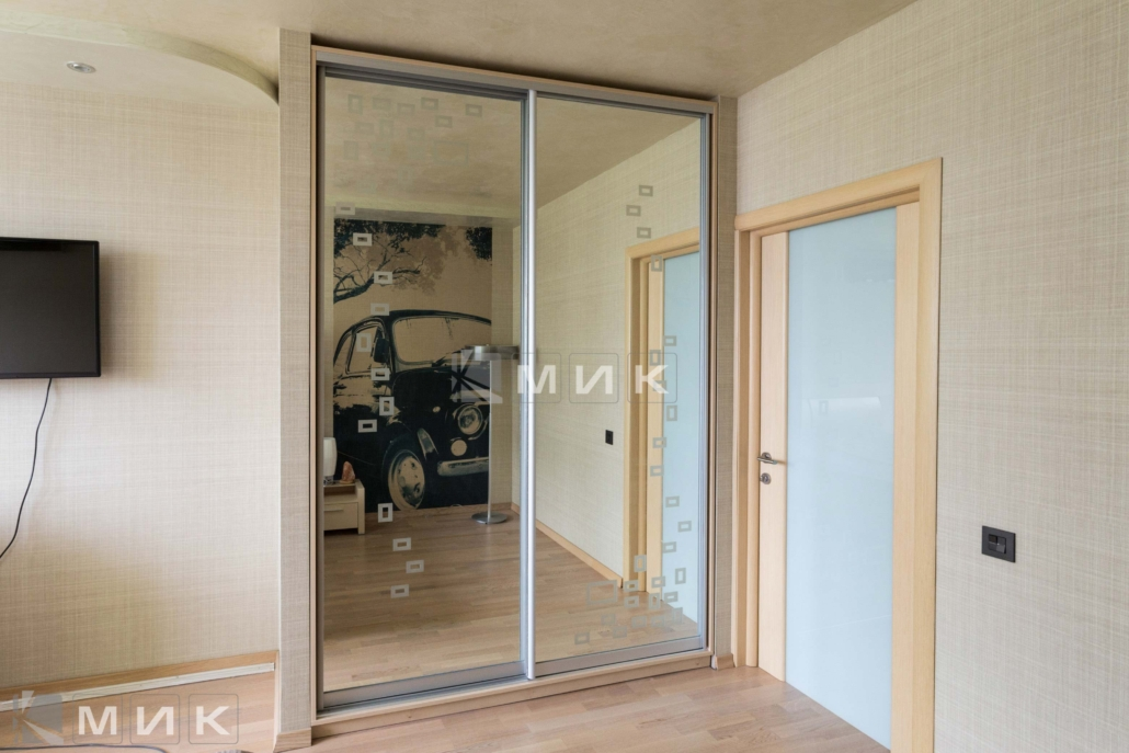 зеркальный-шкаф-купе-в-спальню-135