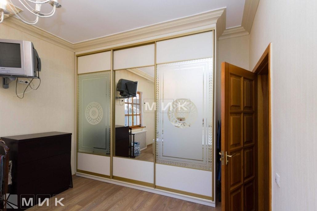 белый-шкаф-купе-с-пескоструем-и-зеркалом-224