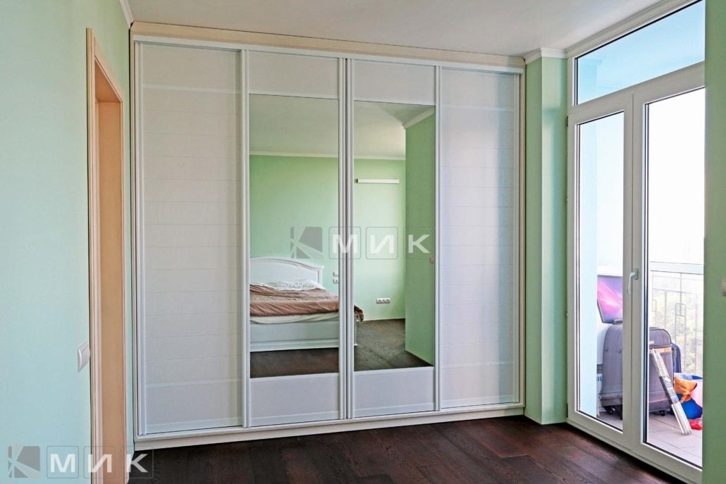 встроенный-шкаф-купе-для-спальни-229