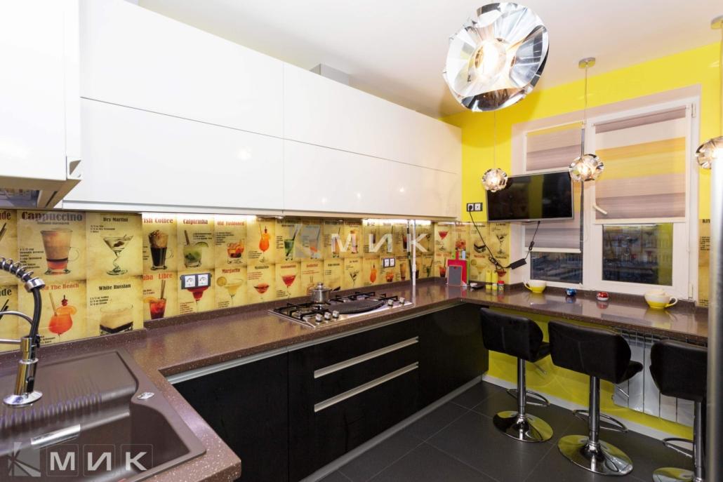 Кухня-с-фартуком-из-стекла-(Маяковского-21а)-1000