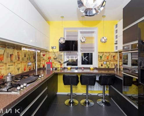 Кухня-с-фартуком-из-стекла-(Маяковского-21а)-1001