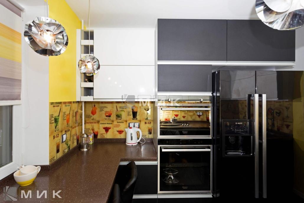 Кухня-с-фартуком-из-стекла-(Маяковского-21а)-1003