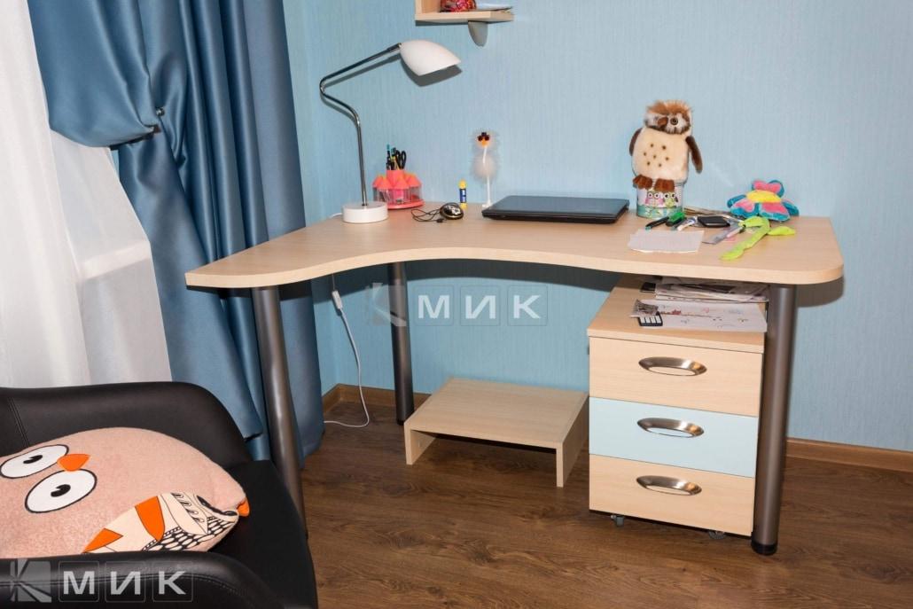 Стол в подростковую комнату на Закревского 95